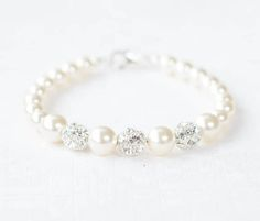 Precious looking bridesmaid pearl bracelet • elegant, simple and meaningful! hand-made with love in our lovely studio. Available in White or Ivory Swarovski pearls. ¯¯¯¯¯¯¯¯¯¯¯¯¯¯¯¯¯¯¯¯¯¯¯ W H Y ∙ Y O U L L ∙ L O V E ∙ I T • Gorgeous looking pearl bracelet. • Ethically sourced &