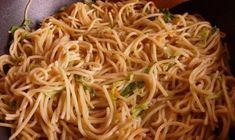 kínai büfés tészta Ravioli, Japchae, Pasta Recipes, Vegetarian Recipes, Spaghetti, Dishes, Ethnic Recipes, Food, Gastronomia