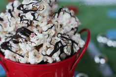 peppermint bark popcorn - sooooo yummy!