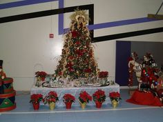2006 Gala Tree - Our first gala tree ever.  Complete with village and train under it.