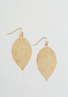 You're Frond to Something Earrings. Youve got garland strung in the trees, appetizers set out, and candles perfectly placed, and now, there are but minutes to dress before your guests arrive. #gold #modcloth