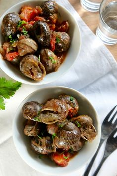 σαλιγκάρια κοκκινιστά (γιαχνί) Greek Cooking, Greek Recipes, Food Porn, Food And Drink, Lose Weight, Keto, Snails, Ethnic Recipes, Greek Food Recipes