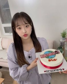 Kpop Girl Groups, Korean Girl Groups, Kpop Girls, Extended Play, Chuu Loona, Collage Template, Eye Circles, Olivia Hye, Peach Colors