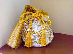 WAYUU MOCHILA BY MARIA BOTERO Tapestry Bag, Tapestry Crochet, Knit Crochet, Beautiful Handbags, Beautiful Bags, Drawing Bag, Potli Bags, Handmade Purses, Crochet Purses