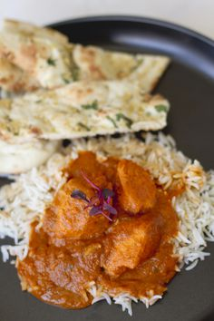 Chicken Tikka Masala - Substitute heavy cream for sour cream or yogurt . Chicken Tikka Masala, Indian Chicken, Indian Food Recipes, Asian Recipes, Healthy Recipes, Indian Dishes, I Love Food, Food Dishes, Main Dishes