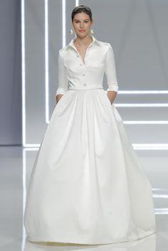 No te pierdas todos los detalles sobre el desfile de Rosa Clará para la Barcelona Bridal Week 2017 en la que presenta su nuevo tejido: el cloqué