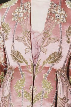 wink-smile-pout:    Valentino Haute Couture Fall 2012 Details