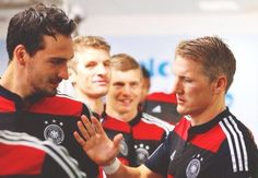 """Look at that face...Thomas is all like, """"Bastian, how could you? I thought we had something! And for Mats, too...."""" #weeping"""