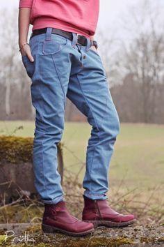 """Nach etlichen Shirts und Kleidern kreisten meine (Näh)gedanken seit einigen Monaten immer wieder um eine Hose. So eine Richtige. Mit Hosenstall und Gürtelschlaufen. Lässig, bequem und stylish sollte sie sein… Schon im Dezember war ich durch Zufall bei schnittherzchen auf """"girlfriend"""" gestoßen. Ich muss sagen, die Designbeispiele rissen mich jetzt nicht vom Hocker und doch …"""