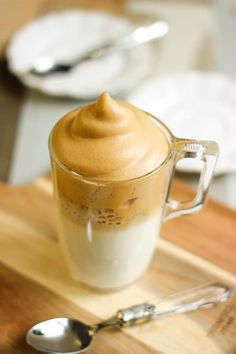 Coffee Cafe, Coffee Drinks, Cafe Creme, Cafe Style, Vegan Ice Cream, Hot Chocolate, Mousse, Food Photography, Brunch