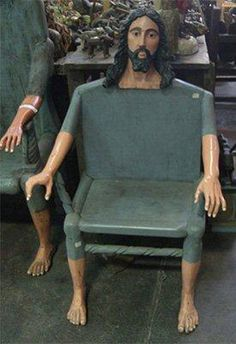 Okay we know Jesus did carpentry.but this creepy! However It would be neat to see chairs of the Apostles with the Jesus chair behind a long table! Memes Estúpidos, Stupid Funny Memes, Funny Laugh, Hilarious, Reaction Pictures, Funny Pictures, Funny Pics, Jesus Meme, Jesus Funny