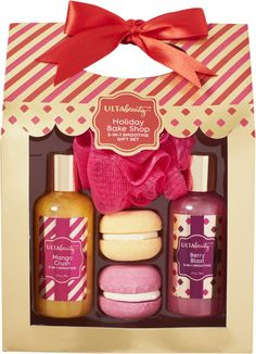 Enjoy yourself or give this sweet treat Smoothies gift set to that special someone! Includes: Mango Crush 3 in 1 Smoothie (3.0 oz), Berry Blast 3 in 1 Smoothie (3.0 oz), Mango Crush Macaroon Fizzer (1.2 oz), Berry Blast Macaroon Fizzer (1.2 oz), Hot Pink ShowerPouf.