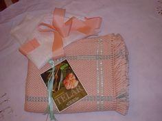 Mantita de bebe  de lana merino  tejida en telar con cintas de raso aplicadas.  Mod.Carmela