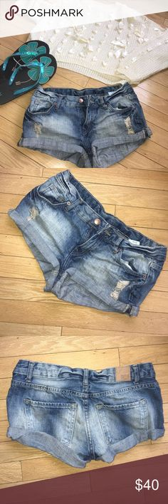 DISTRESSED BLUE DIVIDED DEMIM JEAN CUT OFF SHORTS. RARE DISTRESSED BLUE DIVIDED by H&M DEMIM JEAN CUT OFF SHORTS. RED CONCEPT DIVISION- designed in Europe.✌🏾🌸 SIZE 4 . *NWOT* . Would probably fit a size 2/3 best in my opinion. Zip up then 1 button fly . Good quality denim . 💜BUNDLE & SAVE 💜 Divided Shorts Jean Shorts