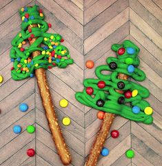 Pretzel Christmas Trees are such an easy homemade dessert for the holidays!