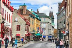 Shoppers and sightseers along Rue Saint-Louis in Old Québec. Image by Ken Gillespie / Getty