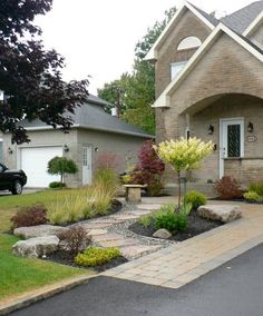 Take a look at this essential pic and also take a look at the presented points on Mulch Landscaping Ideas Front House Landscaping, Driveway Landscaping, Outdoor Landscaping, Outdoor Decor, Landscaping Ideas, House Landscape, Landscape Design, Garden Design, Front Yard Design