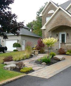 Une fa ade de maison contemporaine style france arcand for Amenagement jardin oriental