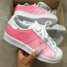 Sneakers femme - Adidas Superstar Rose Gold - Adidas Shoes for Woman Adidas Shoes Women, Adidas Running Shoes, Nike Free Shoes, Nike Shoes Outlet, Adidas Sneakers, Loafers Women, Women Nike, Adidas Shirt, Adidas Nmd