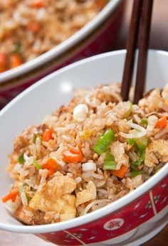 Como hacer arroz chino, receta para principiantes - Comedera.Com Asian Recipes, Mexican Food Recipes, Healthy Recipes, Ethnic Recipes, I Love Food, Good Food, Yummy Food, Kitchen Recipes, Cooking Recipes