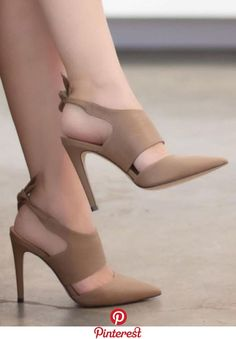 high heels – High Heels Daily Heels, stilettos and women's Shoes Pretty Shoes, Beautiful Shoes, Shoe Boots, Shoes Heels, Sandal Heels, Slingback Shoes, Pump Shoes, Nike Shoes, Frauen In High Heels