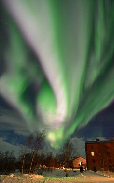 Aurora photo by Chad Blakley, Abisko Turiststation, Abisko National Park, Sweden, Mar. 5, 2011