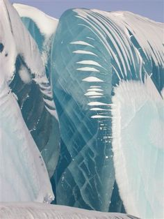 Dumont D'Urville research station in Antarctica. Although the waves appear as if they've been instantly frozen as they broke from the ocean surface, they're actually a natural phenomenon of blue ice, according to a report by the Daily Mail. All Nature, Amazing Nature, Science Nature, Beautiful World, Beautiful Places, Frozen Waves, Fuerza Natural, Photo Grid, Ice Sculptures