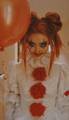 female halloween costumes Liza Soberano as Pennywise Female Pennywise Costume, Pennywise Halloween Costume, Best Female Halloween Costumes, Halloween Outfits, Scary Costumes For Couples, Jessie Halloween, Halloween Circus, Halloween Inspo, Halloween Diy