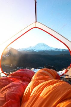 This AMAZING backpacking checklist covers ALL the backpacking essentials you need to take the best backpacking trip of your life!! #backpackingechecklist #backpackingessentials Adventure Aesthetic, Camping Aesthetic, Adventure Photos, Adventure Travel, Backpacking Checklist, Backpacking Food, Wanderlust, Hiking Guide, Adventure Photography