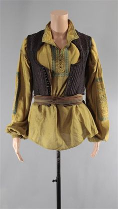 BLACK SAILS ANNE BONNY CLARA PAGET SCREEN WORN SHIRT & STUNT BELT & VEST 310-410 (1 of 2)