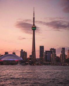 I live for nights like this . Toronto Ontario Canada, Toronto City, Toronto Travel, Road Trip Across America, Toronto Photos, City Aesthetic, Exotic Places, Urban Photography, Travel Pictures