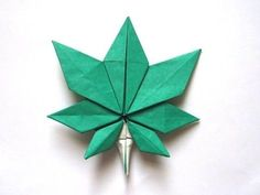 Los chiribiquis de Winga: Hoja de arce (o marihuana) de origami
