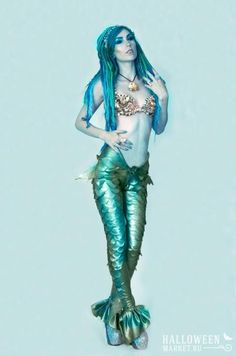 Mermaid costume make yourself: DIY instructions maskerix.de Mermaid costume make yourself Costume idea for Carnival, Halloween & Mardi Gras (Costume Diy Ideas) Costume Halloween, Mardi Gras Costumes, Halloween 2016, Couple Halloween, Mermaid Pants, Mermaid Leggings, Costume Makeup, Cosplay Costumes, Siren Costume