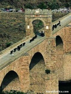 Puente romano de Alcántara Cáceres - Spain Old Bridges, Roman Roads, Spanish Culture, Country Scenes, Cadiz, Spain And Portugal, Ancient Rome, The Other Side, Roman Empire