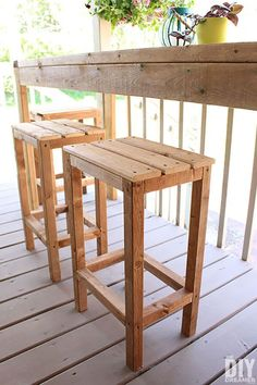 Plain and Simple Outdoor Wooden Barstools Outdoor Wood Bar, Outdoor Bar Stools, Outdoor Bars, Diy Outdoor Table, Outdoor Decorations, Diy Bar Stools, Diy Stool, Diy Furniture Projects, Woodworking Projects Diy