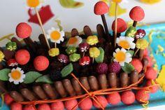 Le gâteau jardinier (pour se préparer à accueillir le lapin de Pâques) Beautiful Cakes, Amazing Cakes, Desserts Ostern, Easter Recipes, Easter Desserts, Cake Creations, 50th Birthday, Birthday Cakes, Pie Recipes