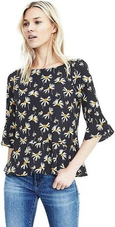 Plus Size Navy Floral Print Off The Shoulder Blouse Business Casual Outfits, Stylish Outfits, Banana Republic Outfits, Floral Tops, Floral Prints, Outfits 2016, Work Outfits, Off Shoulder Sweater, Stitch Fix Outfits