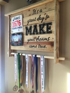 Use Pallet Wood Projects to Create Unique Home Decor Items Trophy Display, Award Display, Trophy Shelf, Trophy Stand, Unique Home Decor, Home Decor Items, Race Medal Displays, Display Medals, Race Bib Display