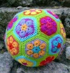 This African Flower Soccer Ball cushion is assembled with 12 pentagons and 20 hexagons Links to patterns and assembly instructions can be found at Pig Tails Crochet Ball, Cute Crochet, Hand Crochet, Crochet Hooks, Crochet African Flowers, Crochet Flowers, Flower Patterns, Crochet Patterns, Crochet Ideas