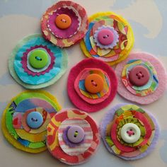 Laurie 2019 Felt layered flowers The post Laurie 2019 appeared first on Wool Diy. Making Fabric Flowers, Felt Flowers, Felt Roses, Crocheted Flowers, Flower Making, Hobbies And Crafts, Diy Crafts For Kids, Felt Crafts, Fabric Crafts