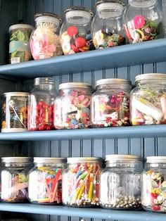 When I have my craft-room.Organizing Craft Supplies with Glass Jars. Craft Room Storage, Craft Organization, Craft Rooms, Jar Storage, Organizing Crafts, Seed Storage, Glass Jars, Mason Jars, Magazine Deco