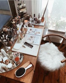 A very dreamy setup. ✨😍 Kel Mc - - A very dreamy setup. Vintage Makeup Vanities, Makeup Vanity Decor, Shabby Chic Vanity, Painted Vanity, Home Decoracion, Cute Room Decor, Aesthetic Rooms, Makeup Storage, Beauty Room