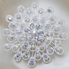 Fashion Silver Rhinestone Round Flower Women Wedding Brooch Pins[US$2.19]