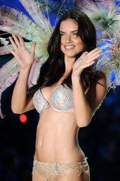 67df45cee7 2010 Victoria s Secret Fashion Show - Runway (Adriana Lima) Fantasy Bra