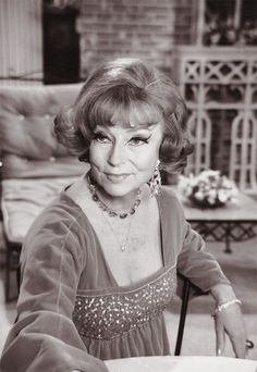 """Endora"" From ""Bewitched"" (the always elegant, Agnes Moorehead. Agnes Moorehead, Endora Bewitched, Bewitched Tv Show, Classic Hollywood, Old Hollywood, Hollywood Actresses, Actors & Actresses, Bewitched Elizabeth Montgomery, I Dream Of Jeannie"