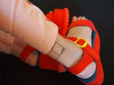 red n pink Fast Fashion, Fashion Beauty, Fashion Outfits, Holy Shirt, Pumped Up Kicks, Red Sandals, Color Studies, Sock Shoes, Flat Shoes