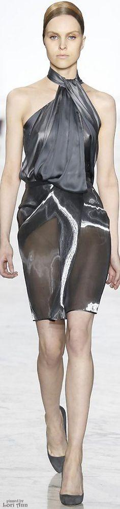 Yiqing Yin Couture Fall 2015 I love the top 2010s Fashion, Grey Fashion, Look Fashion, Autumn Fashion, Womens Fashion, Yiqing Yin, Metallic Cocktail Dresses, Moda Chic, French Fashion Designers