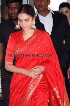 Aditi Rao Hydari at Soundarya Rajinikanth Wedding Saree Blouse Neck Designs, Saree Blouse Patterns, Indian Wedding Outfits, Indian Outfits, Latest Indian Fashion Trends, Saree Look, Elegant Saree, Indian Designer Outfits, Fancy Sarees