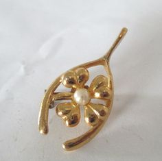 Wishbone Shamrock Pearl Pin Brooch Four Leaf Clover St Patricks Day by vgvintage on Etsy https://www.etsy.com/listing/122468856/wishbone-shamrock-pearl-pin-brooch-four