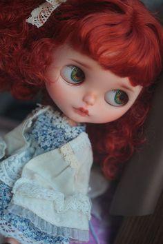 https://www.etsy.com/fr/listing/225190310/ooak-custom-blythe-doll-ritty-by-donna?ref=fp_item